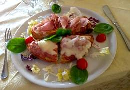 A tasty appetizer served at a restaurant in Castiglione d'Orcia